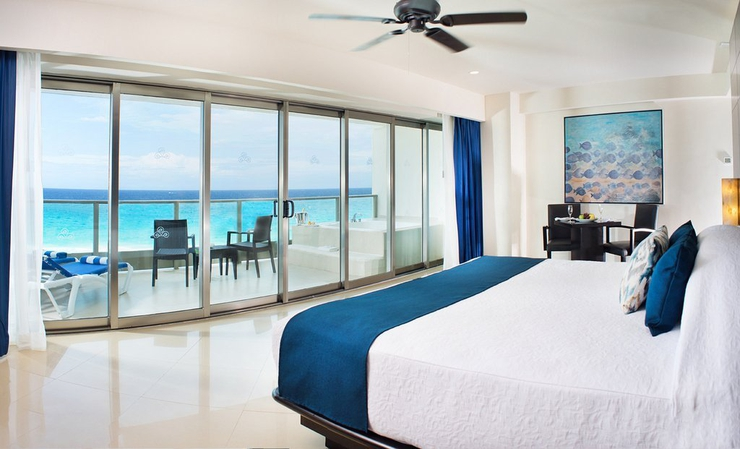 Ocean front suite double bed seadust cancun family. resort