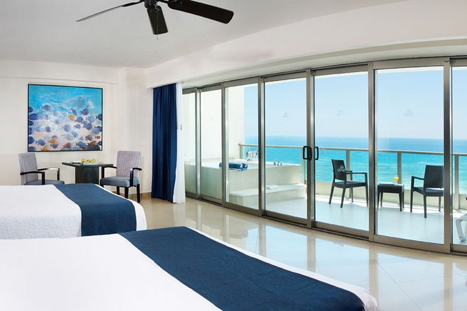 Ocean front suite seadust cancun family resort cancún
